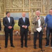 У Франківську представили твори мистецтва XX-XXI ст., які продадуть на благодійному аукціоні (ФОТО)