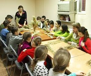 Майстер-клас із виготовлення дідухів провели у Коломиї (відео)