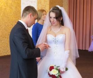 Їх одружила війна: франківчанка на власне весілля прибула з передової