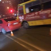 У Франківську маршрутка влетіла в два легкові автомобілі (фото)