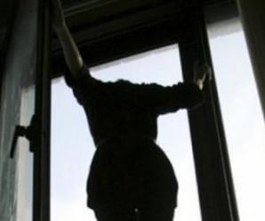 В Івано-Франківську пенсіонерка вистрибнула з третього поверху