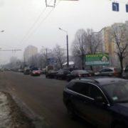 На Галицькій великий затор: автобус із солдатами зіткнувся з легковиком. ФОТО