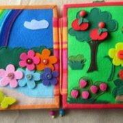 На Прикарпатті мама шести дітей шиє розвиваючі книжечки для малечі. ФОТО, ВІДЕО