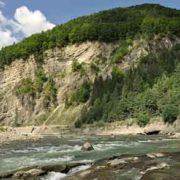 Мандруємо Карпатами: Сокільська скеля (фото)