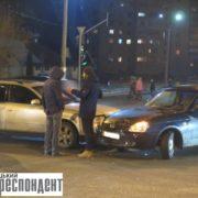 """Чергова ДТП у Франківську: на """"Позитроні"""" не розминулися дві автівки"""