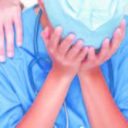 Шокуюче. Лікар півроку лікувала маленьку дівчинку, але коли прийшла до неї додому, то побачила вражаючу картину (фото)