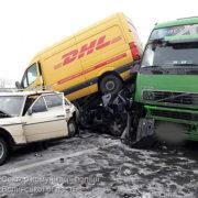 Вантажівка на повній швидкості протаранила п'ять авто
