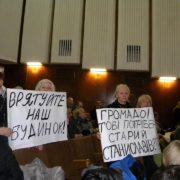 Презент для мера: на сесії франківські активісти зробили Марцінківу незвичний подарунок (фото)