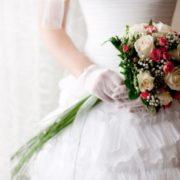 Неповнолітні наречені: у Франківську двоє 17-річних дівчат пограбували весільний салон