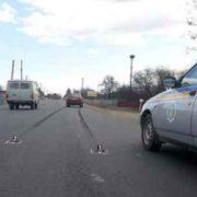 На Прикарпатті школярка, яка раптово вибігла на дорогу, опинилася під колесами авто (Фото)