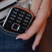 Юна франківчанка після гостювання у знайомого прихопила його телефон