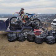 У мережу виклали фото, як франківці перетворили вовчинецькі гори на смітник
