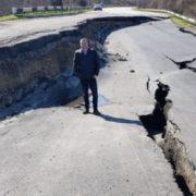З'явились шокуючі фото зруйнованої дороги у Криму