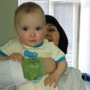 Безсердечність: у Києві серед ночі на вулиці знайшли двох маленьких дітей (відео)