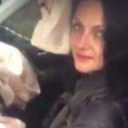П'яна жінка протаранила фуру і обматюкала своїх рятівників (відео)