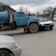 """ДТП у Коломиї: поліцейський і вантажівка """"не поділили"""" дорогу"""