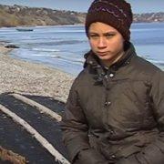 15-річна дівчина харчується на кладовищі (відео)