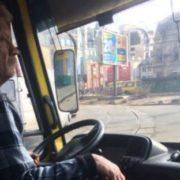 """""""Радій, що ноги не поломані"""": активісти провчили водія, який відмовився провезти учасника АТО (відео)"""