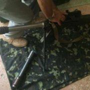 Боєць ЗСУ сфотографувався з новою українською зброєю, яка не афішується (ФОТО)
