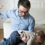 """Ніколи, чуєте, ніколи не лупцюйте, не """"шльопайте"""" і, тим паче, не бийте своїх дітей! Реальна історія одного малюка"""