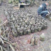 У трилітрових слоїках на городі прикарпатець закопав 200 кг наркотиків. ФОТО