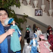 Кардіолог з Івано-Франківська шиє унікальний одяг для ляльок, який купують у США (ФОТО)