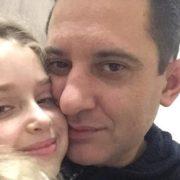 Батьки! Поспішайте любити: мережу підкорив зворушливий пост батька про дочку