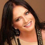 Прикрий конфуз: Софія Ротару випадково впала на концерті Руслана Квінти (відео)