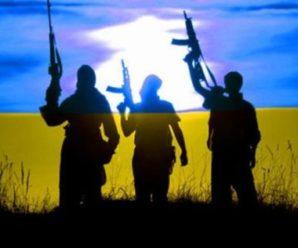 Чоловік проводжав дружину на Донбас. Мережа розчулена знімком