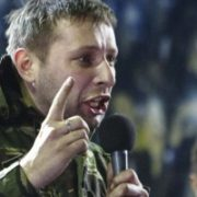 Озброєний автоматом Парасюк вдерся у номер журналіста: відео