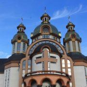 Франківці найбільше в Україні підтримують церкву