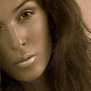 Облита кислотою королева краси вперше показала своє спотворене обличчя (фото)