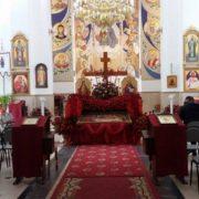 У франківській церкві люди принесли до Плащаниці майже дві тисячі троянд(фото)