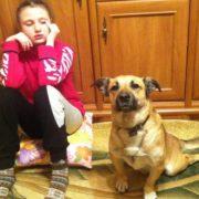 «Він тепер на веселці»: львів'янка просить допомогти врятувати її доньку, яку пес «навчив» говорити і загинув