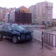 На вулиці Гурика позашляховик зніс огорожу. ФОТО
