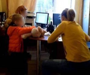 У Києві жінка побила 4-річну доньку до втрати свідомості