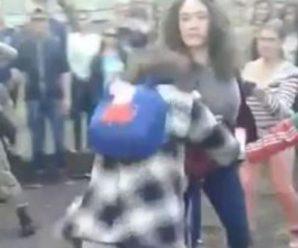 Поки натовп бездіяв: у Чернігові дівчата по-звірячому побили школярку (відео)