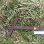 На кладовищі неповнолітній убив подругу дерев'яним хрестом