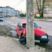 В Івано-Франківську п'яний водій протаранив електроопору (фотофакт)