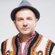 Ніхто не очікував: Юрій Горбунов привселюдно поцілував іншу (відео)