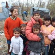 Сміття, санки і телевізор: як живуть цигани на березі ріки поблизу Івано-Франківська (фоторепортаж)