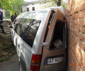 У ДТП на Франківщині потрапило таксі: шестеро постраждалих (ФОТО)
