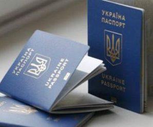 """Українців """"розводять"""" на підробні біометричні паспорти: як працюють шахраї"""