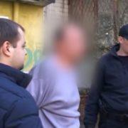 А вуха викинув з балкона: у Києві чоловік жорстоко вбив співмешканку (відео)