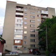 В Івано-Франківську сім'я вже 10 років доводить своє право на проживання у квартирі