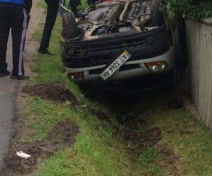 У приміському селі через п'яного водія перекинулася автівка(фото)