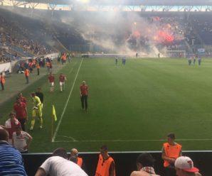 Матч чемпіонату України з футболу зупинений через вибухи на полі