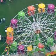 З оглядового колеса в США впали дві жінки і дитина (відео)