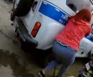 Помстились поліції: В Росії діти розгромили машину правоохоронців (відео)