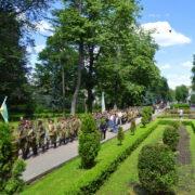 Воїни різних поколінь та військова техніка: У Франківську пройшов Марш слави